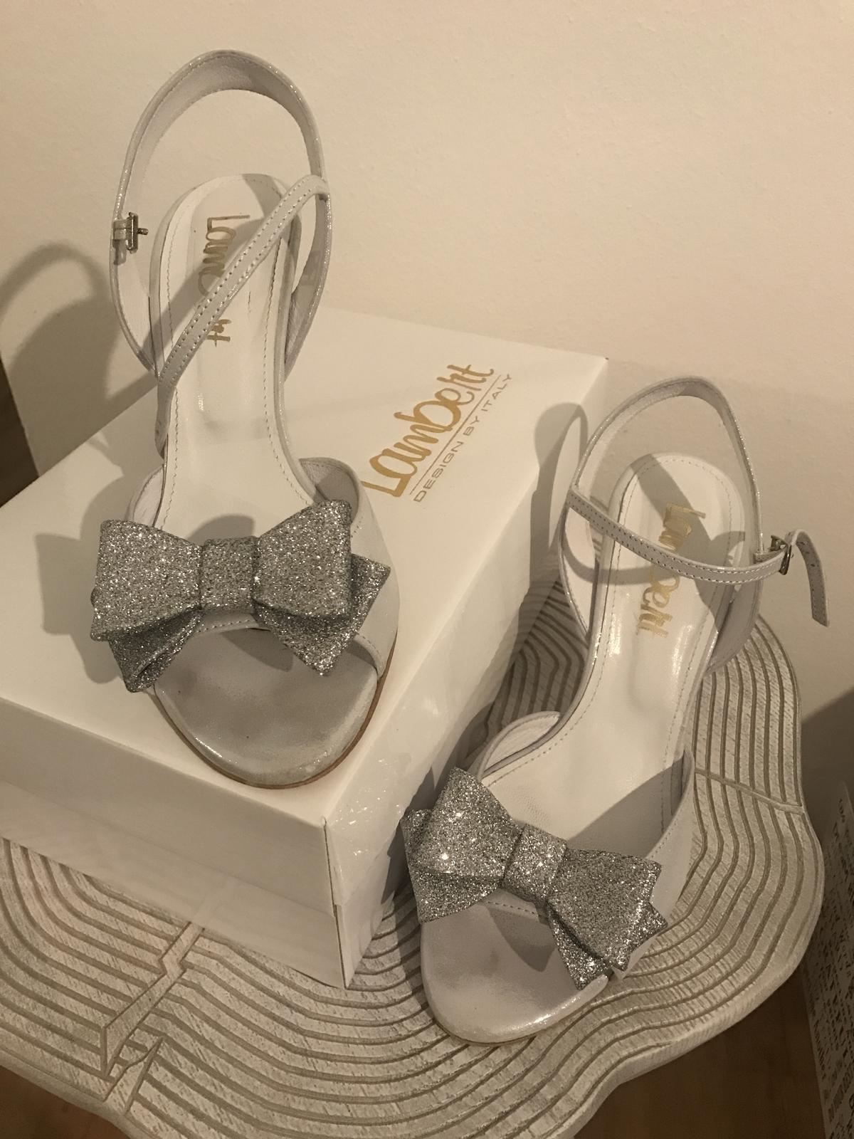 1a5317740c295 Pohodlné sandálky na svadbu alebo stuzkovu , 39 - 40 €   Svadobný bazár    Mojasvadba.sk