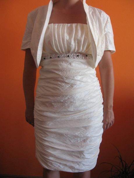 Svadobné (spoločenské) šaty, 40