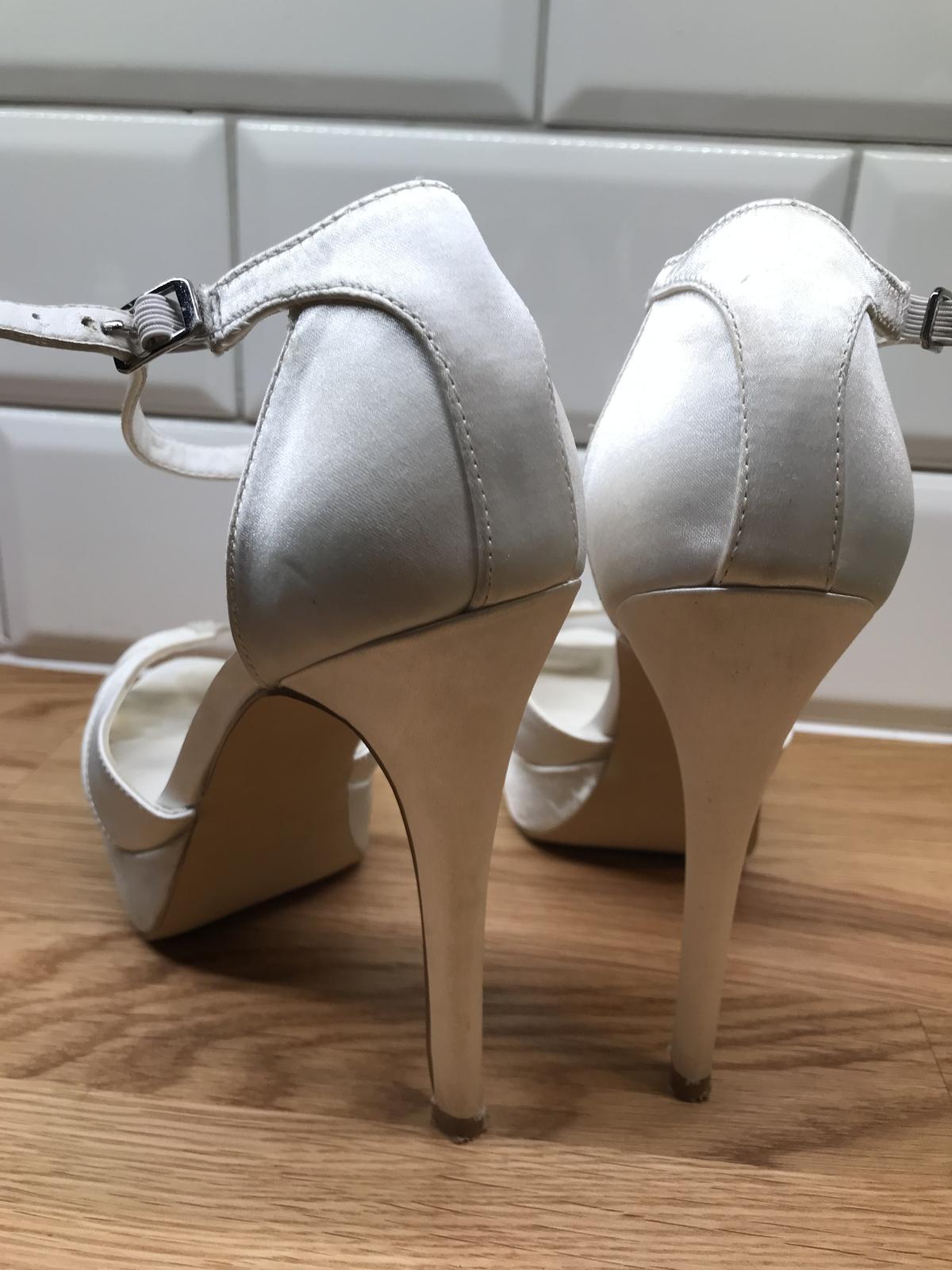 6e47bc246c5c Svadobné topánky menbur
