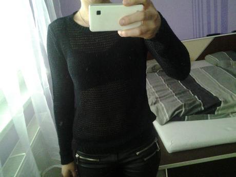čierny pulovrík háčkovaný, S