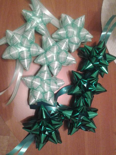ozdobné hviezdičky na darčeky alebo stromček,