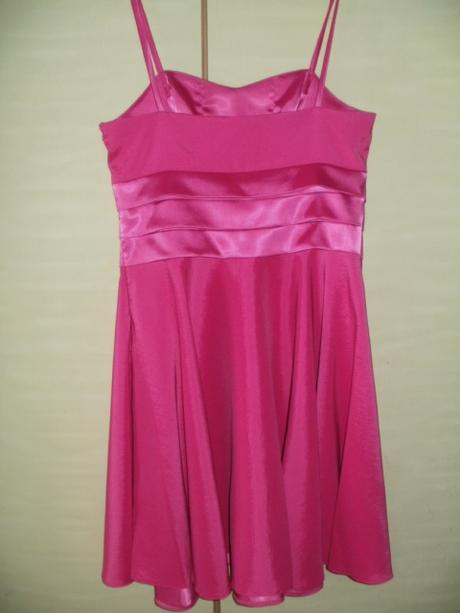 Cyklámenové šaty , 38