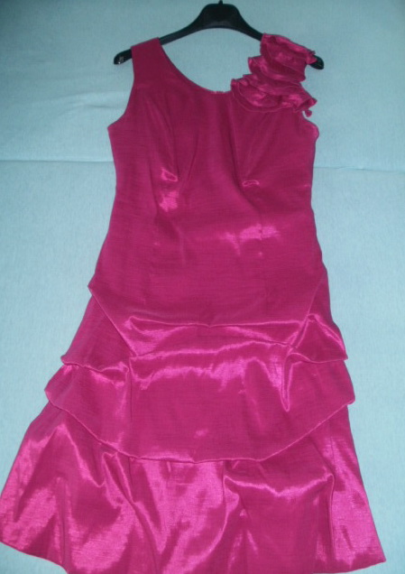 Cyklámenové šaty , 40
