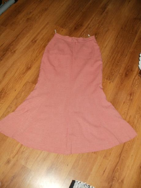 Dámsky sukňový kostým, 42