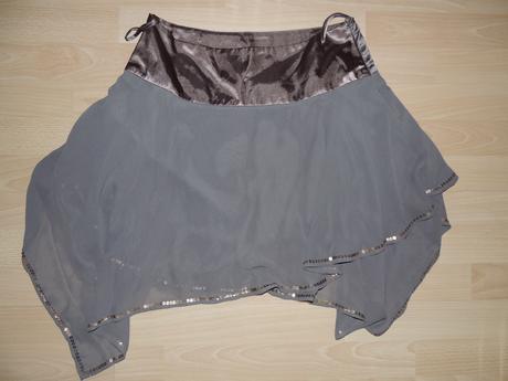 nevšedná sukňa z guelle, M