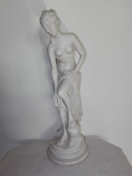 Alabastrová soška - Žena s uterákom ,