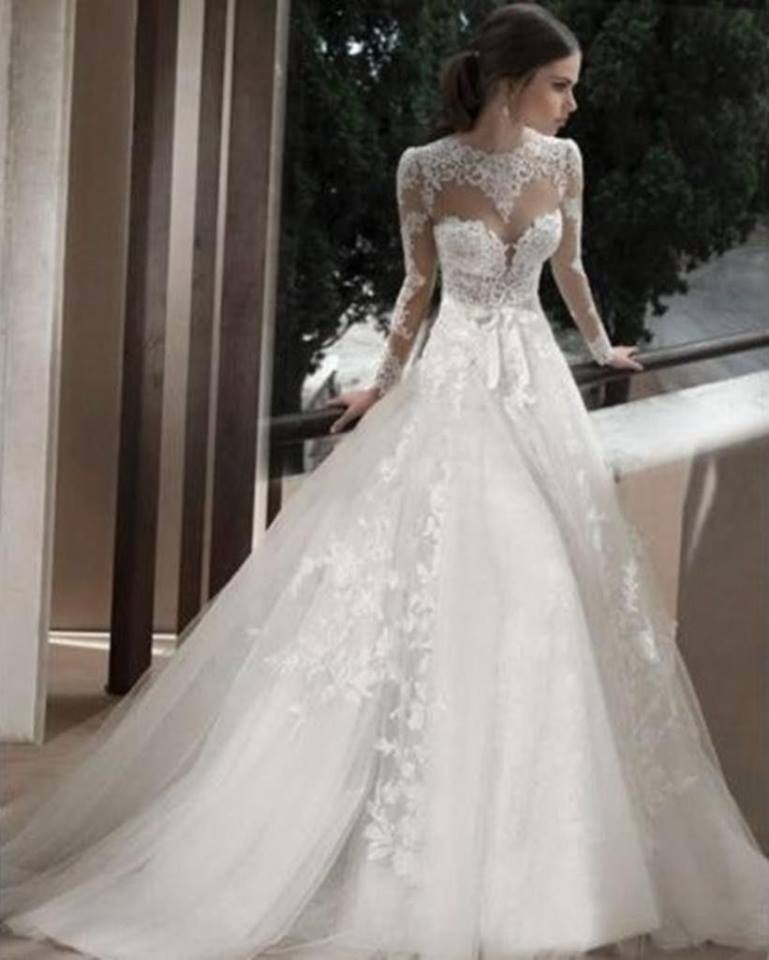 Krajkové svatební šaty a4eb8e8682