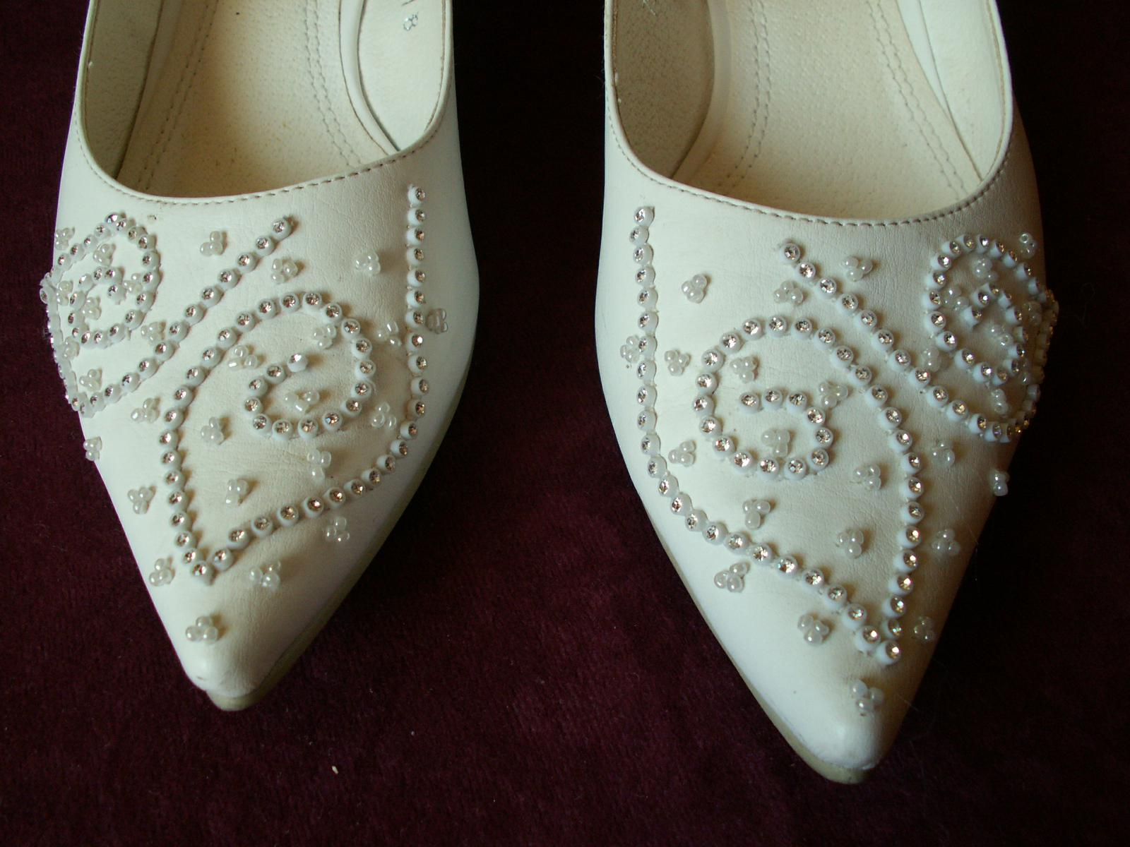 Biele svadobne topanky s krystalikmi 8486e7a74a0
