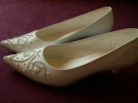 Biele svadobne topanky s krystalikmi, 40