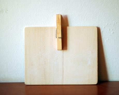 Dřevěná tabulka s křídou,