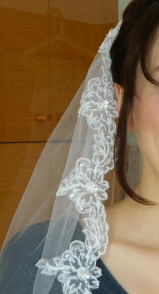 Svatební závoj s výšivkou a kamínky,