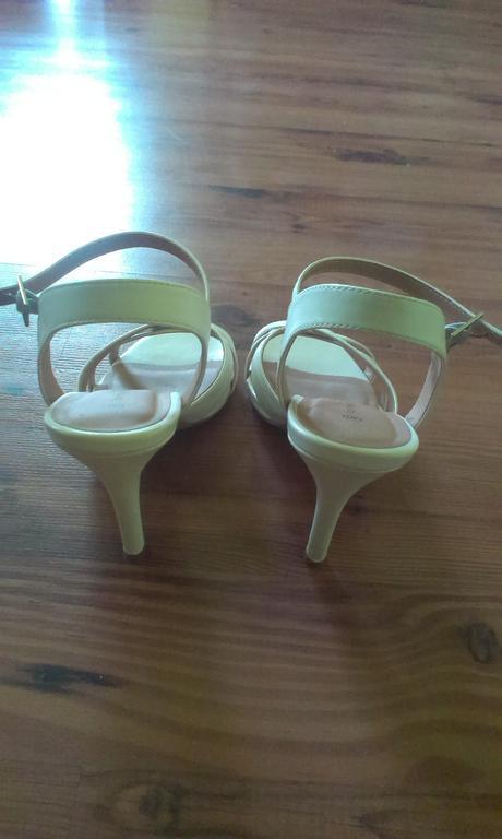 Sandálky pro nevěstu, 40