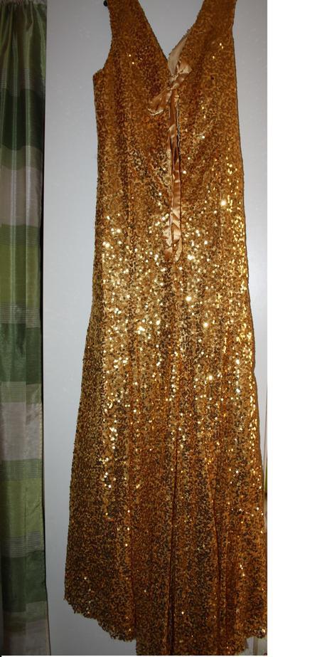 Zlaté spoločenské šaty, 46