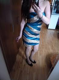 tyrkysovo zlaté šaty, S