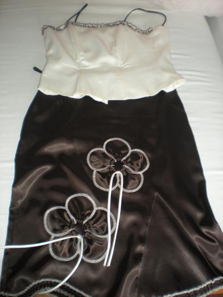 korzetové šaty, 42