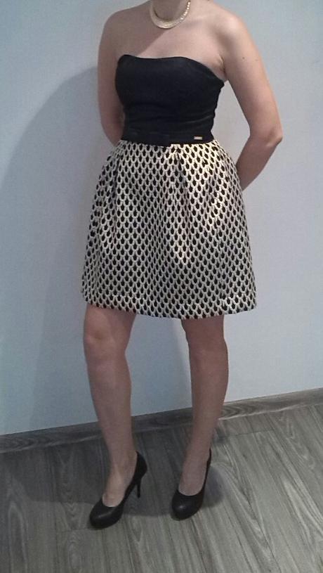 Elegantne čierno zlate šaty, 38