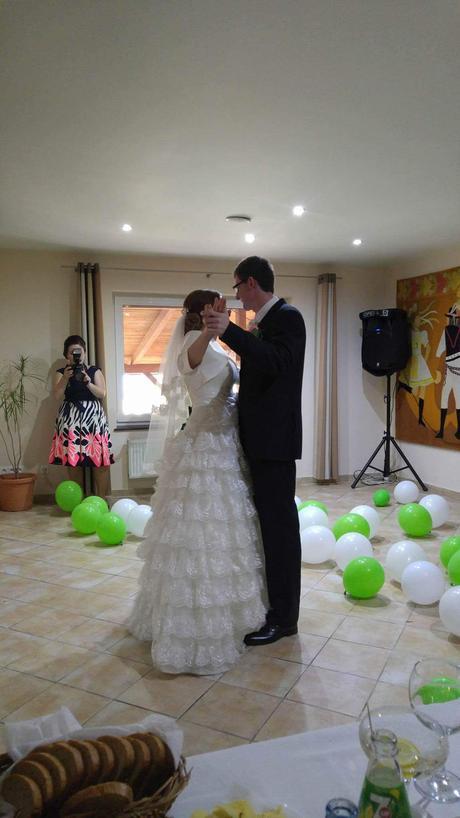 Krajkove svadobne saty 36-38 cena 100, 38