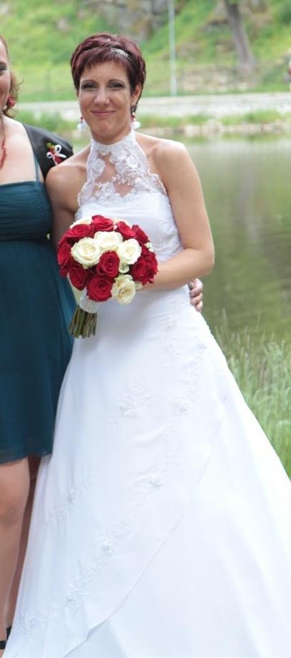 svatební šaty + doplňky , 38