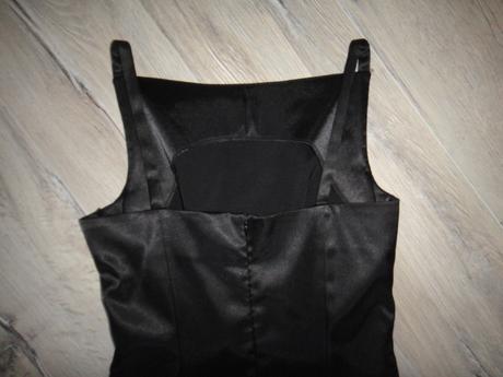Čierne úzke šaty, 36