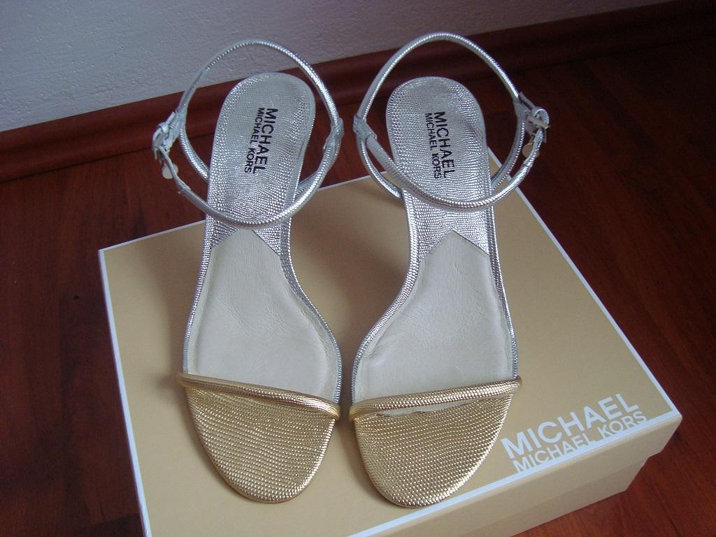 dbdf8ee05bb Zlato-stříbrné sandály značky michael kors