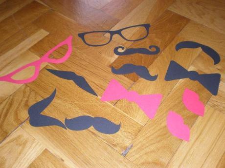 Fuziky, pusa a okuliare,
