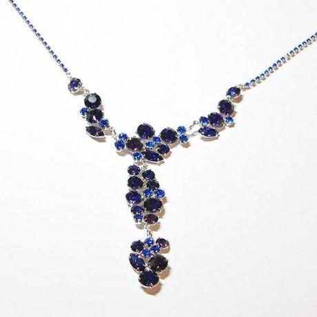 Modrofialový náhrdelník,