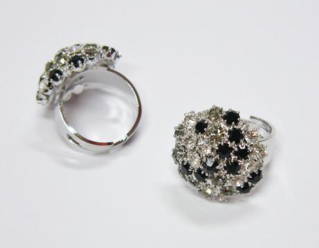 Prstýnek v kombinaci krystal, black diamond, jet,