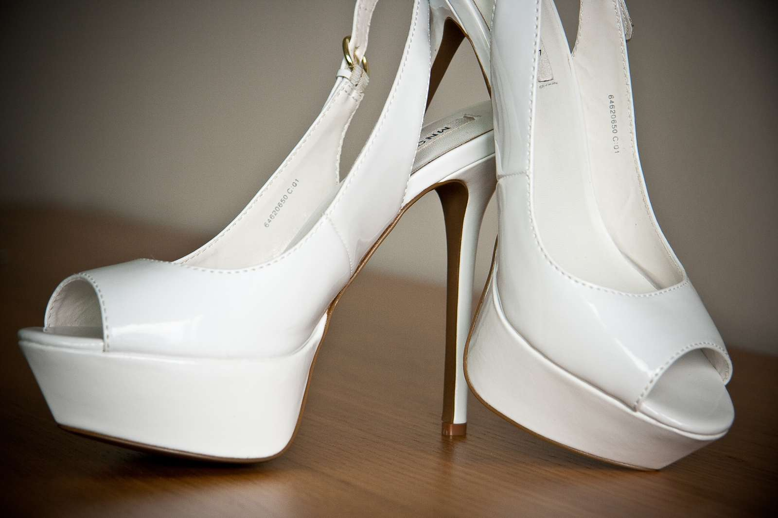 171ef610d797 Biele lakované svadobné topánky na platforme