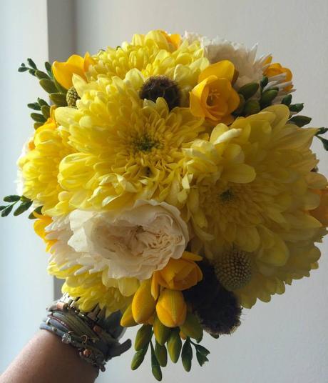 Bílo žlutá svatební kytice ,