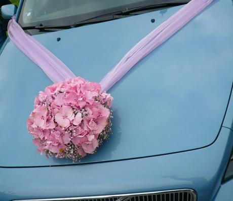 Ozdoba auta z hortenzií,