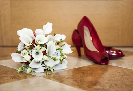 Svatební kytice z kal a eustom,