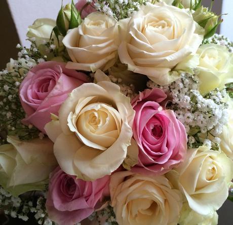 Svatební kytice z pastelových růží,