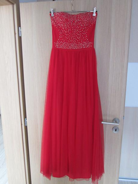 Červené spoločenské šaty, S