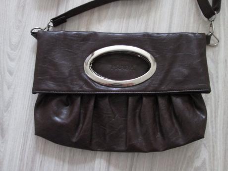 Hnedá kabelka, M