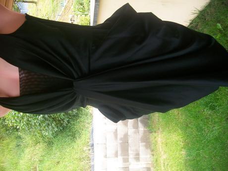 černé šaty, 36