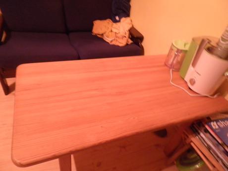konferenčny stolík z masivnej borovice,