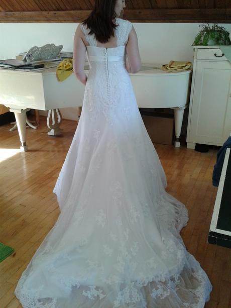 Bílé šaty s krajkou - vel. 36/38, 38