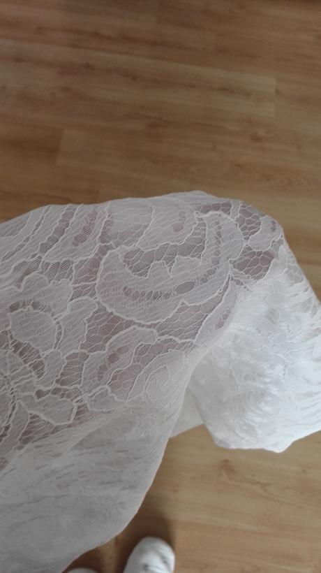 Bílé šaty, 38