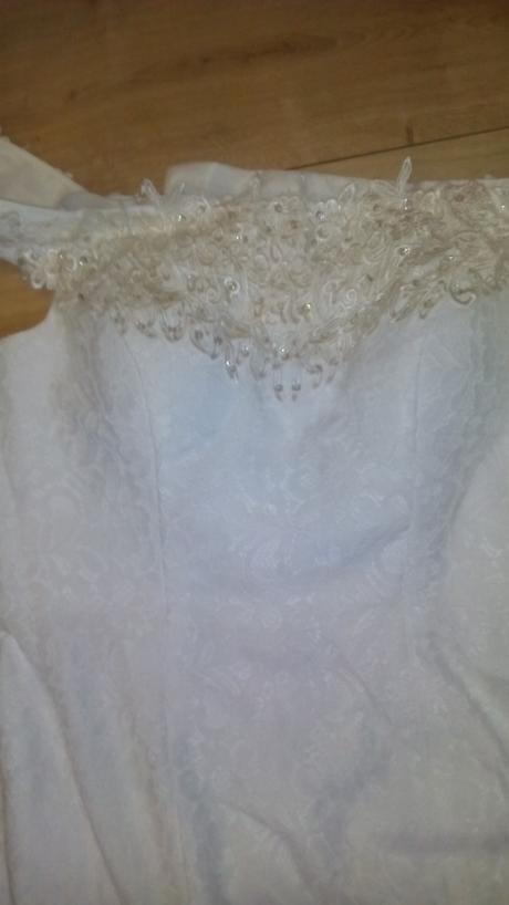 Nepoužité  jednoduché šaty 40/42, 42