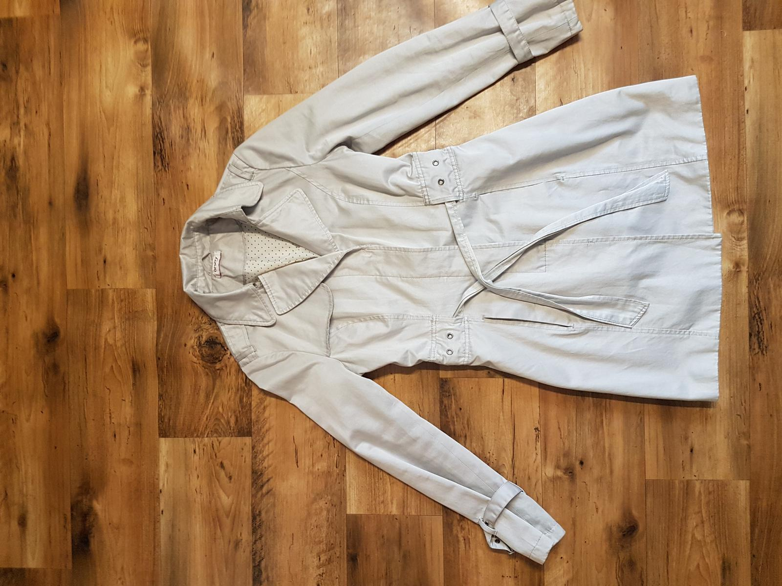 4fc544a8b333 Podzimní krémový kabát