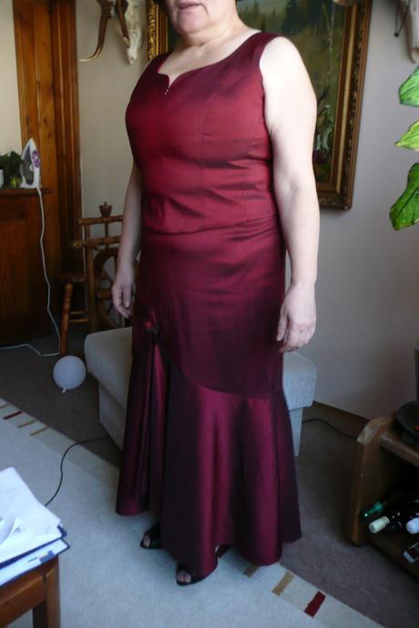 Komplet aj pre svadobnú mamu, 46
