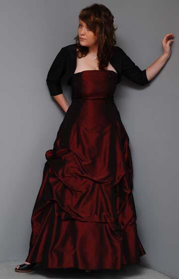 Dlohé společenské šaty z taftu, 42