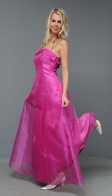 Romantické společenské šaty, 36