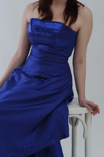 Saténové společenské šaty, 36