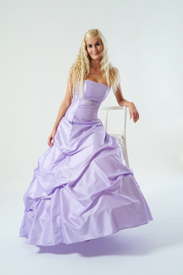 Společenské šaty s bohatou sukní, 38