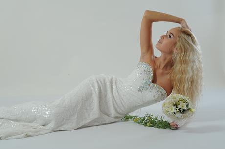 Společenské šaty z bílých flitrů, 38