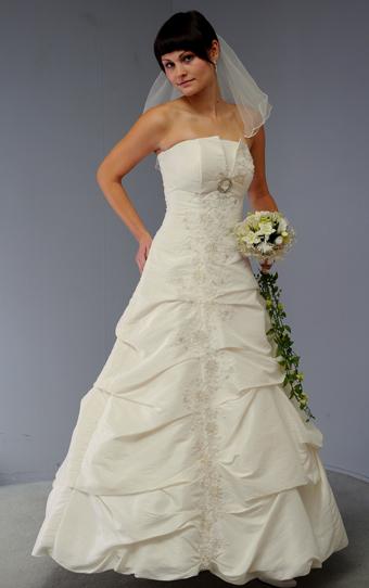 Svatební šaty z taftu, 38