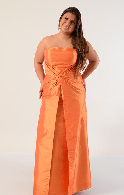 Zajímavě řešené šaty z taftu, 44