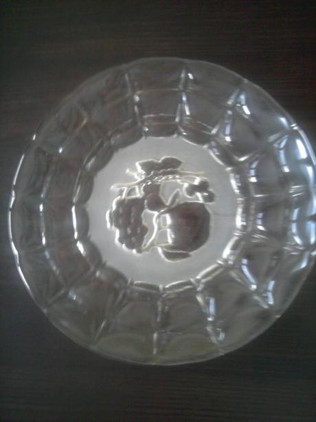 Plytká sklenená misa,