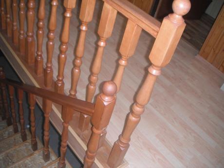 drevené stlpiky na zábradlie,